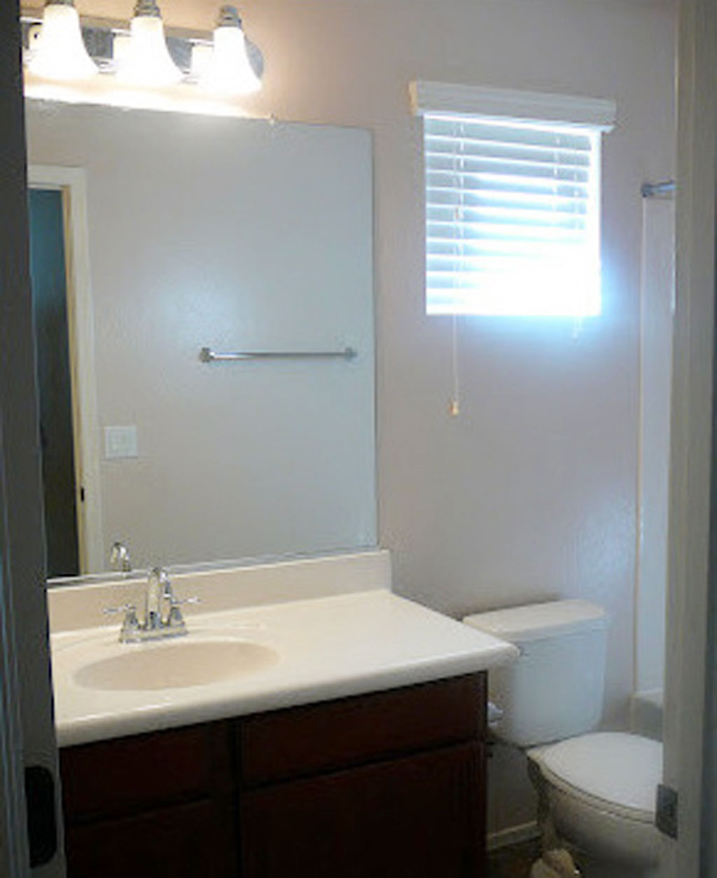 Charmant Minimalis Small Bathroom Windows