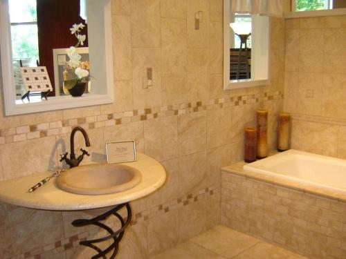 bathroom tile design patterns- www.universalcouncil
