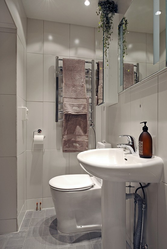 7 Hottest Bathroom Closet Design: Small Bathroom Closet Ideas