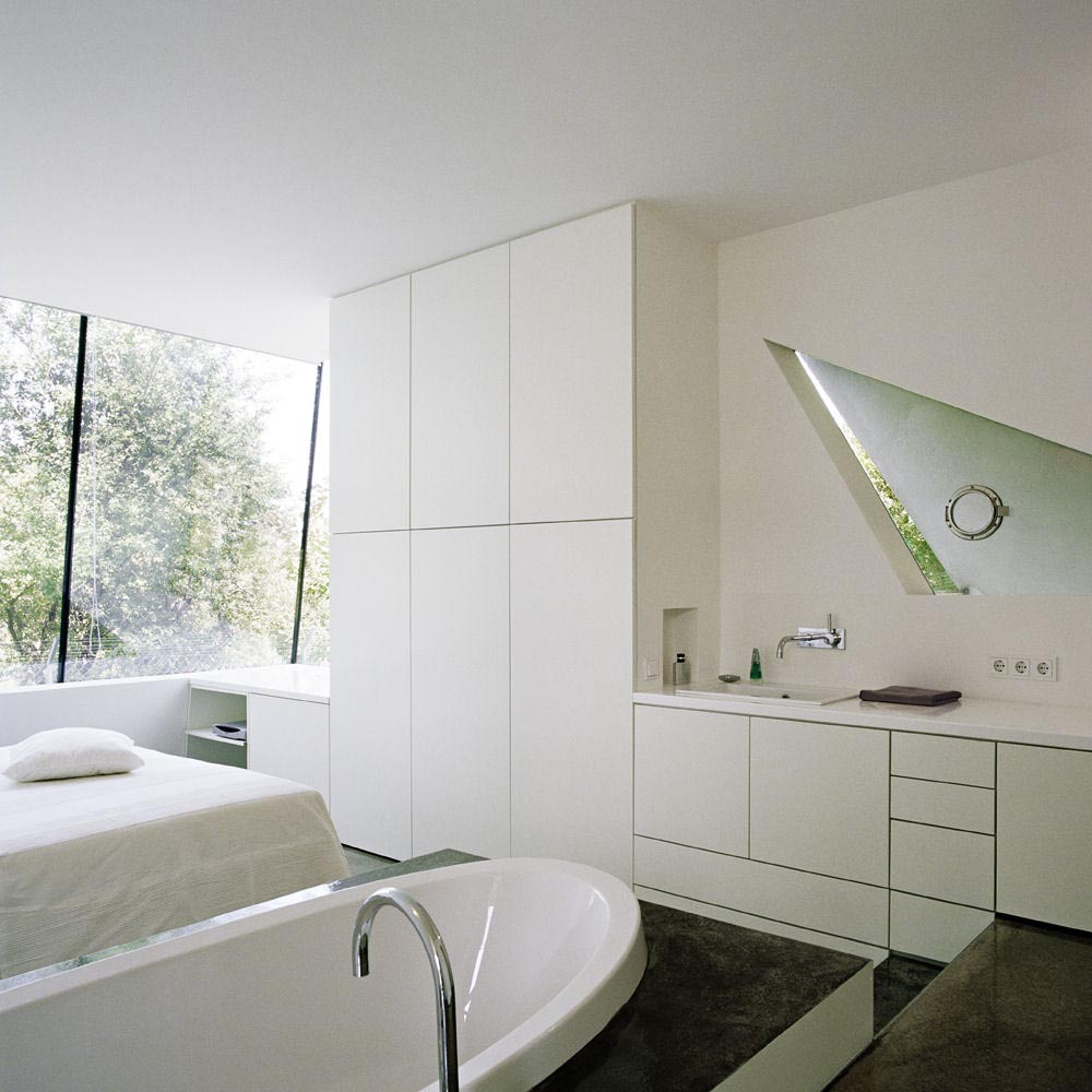 Pretty Minimalist Bathroom : EwdInteriors